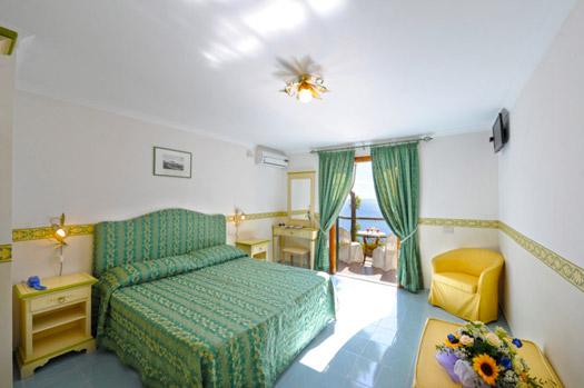 Discesa a mare privata Hotel Costiera Amalfitana