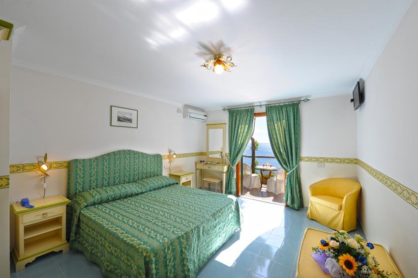 Camera albergo Praiano vista sul mare della Costiera Amalfitana
