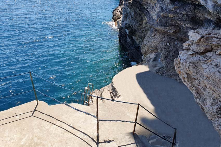 Discesa a mare privata dell' albergo a Praiano