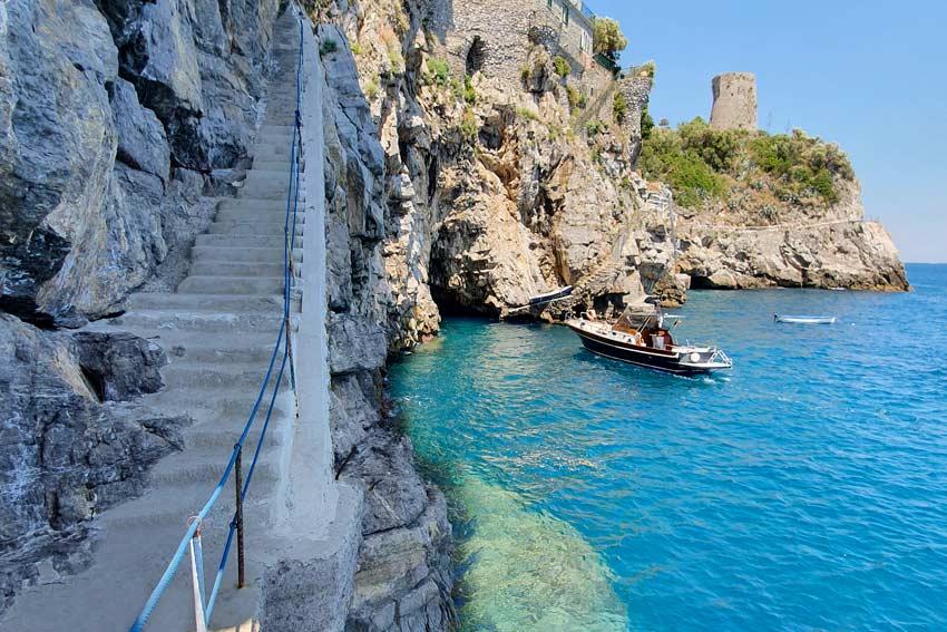 Discesa a mare privata dell' albergo in Costiera Amalfitana