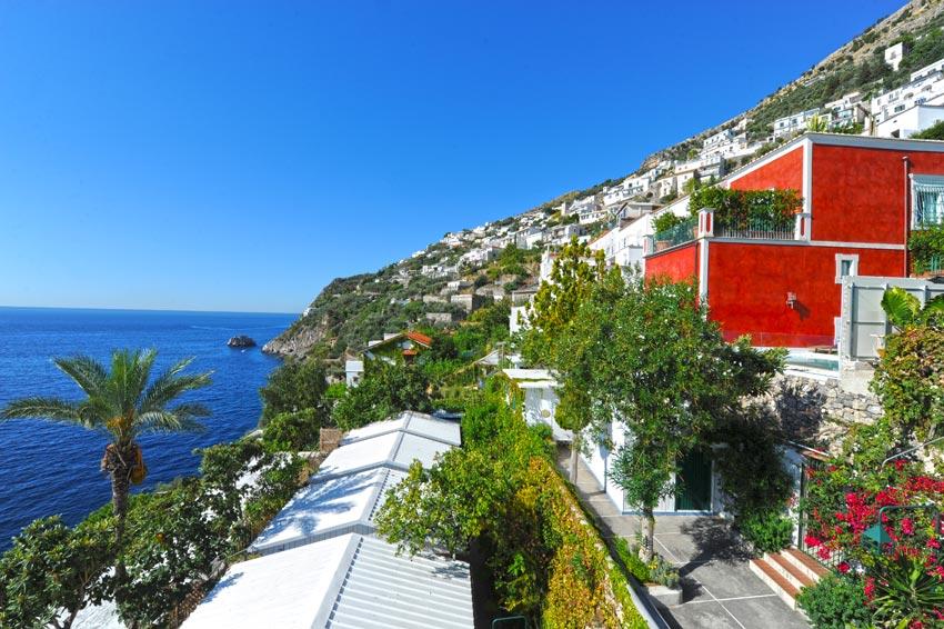 Vista esterna albergo Praiano